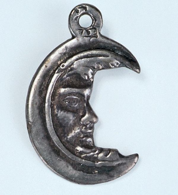 49023 Crescent Moon Amulet